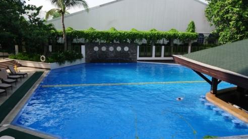 Manila Hotel Swimming Pool (1)