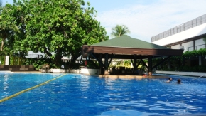 Manila Hotel Swimming Pool (2)